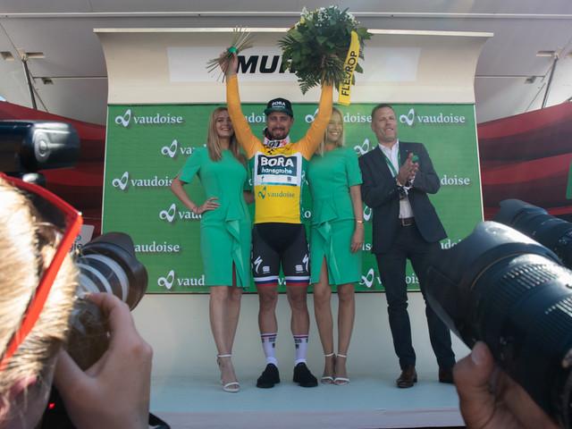 Tour de Suisse : Sagan le plus véloce - Tour de Suisse, étape 3. Le champion de Slovaquie Peter Sagan remporte cette troisième étape grâce à un sprint maîtrisé. Il devance Viviani et Degenkolb et s'empare du même coup du maillot de leader grâce aux bonifications. - Hier, la deuxième étape de la 83e édition du Tour de Suisse a été remportée par Luis Leon Sanchez ...-(Nathan Malo - - Tour de Suisse)