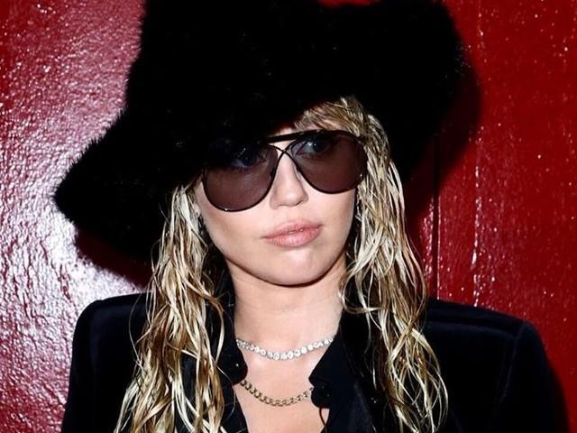 Miley Cyrus : Main dans la main avec sa chérie Kaitlynn Carter à la Fashion Week