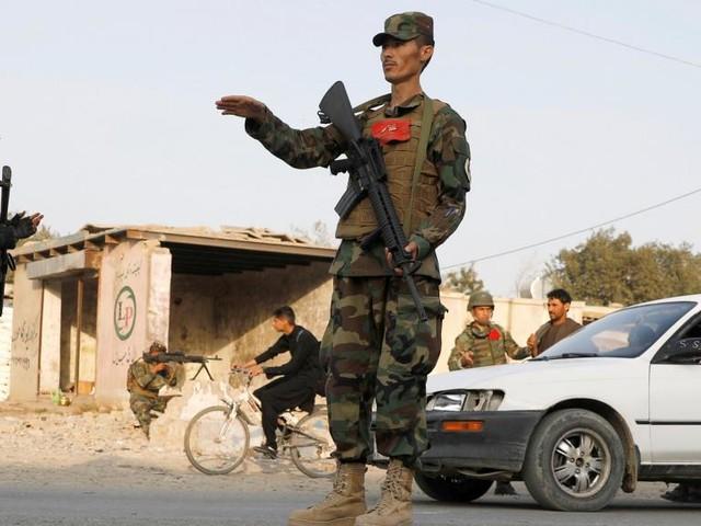 Un contrôle de police, une réunion et des privilèges qui indignent les Afghans