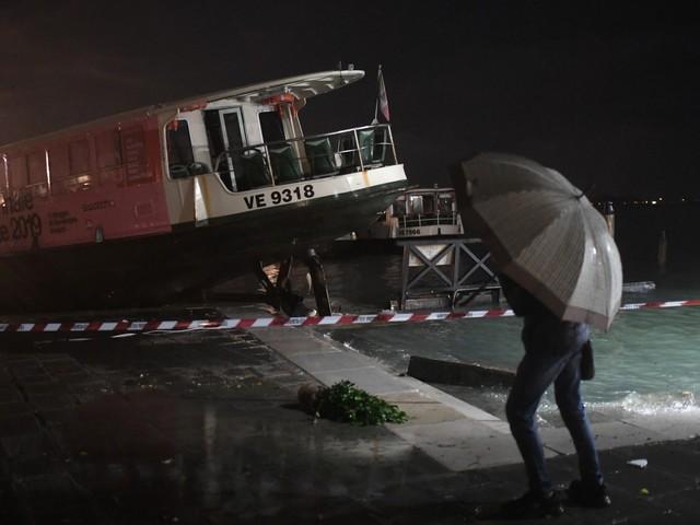 Italie : Venise submergée par une marée haute historique
