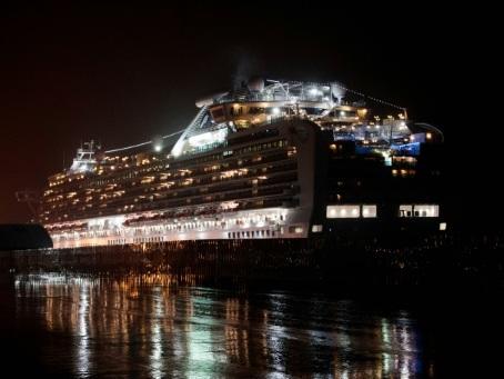 Virus: les Américains quittent le navire contaminé, le bilan grimpe en Chine