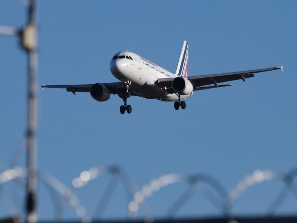 """Suppression de vols intérieurs : """"On ne peut pas lutter contre le réchauffement climatique sans interdire certaines pratiques"""""""