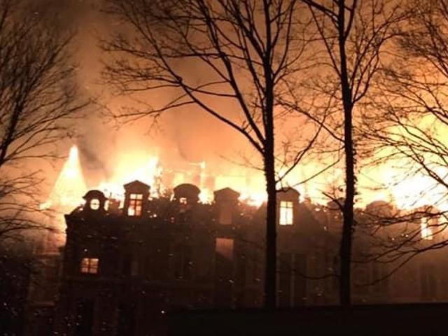 Le château de Dongelberg en feu! (photos+vidéo)