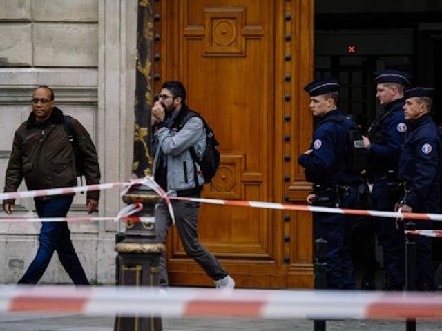 Au lendemain de l'attaque au couteau, immense malaise à la préfecture de police de Paris