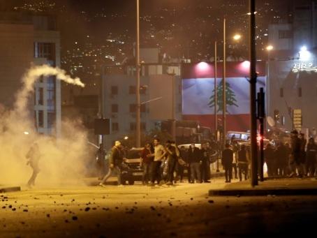 Liban: heurts entre la police et des manifestants antipouvoir à Beyrouth