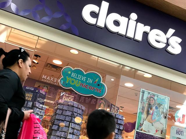 Une ancienne employée de Claire's dénonce une politique «cruelle» de perçage des oreilles