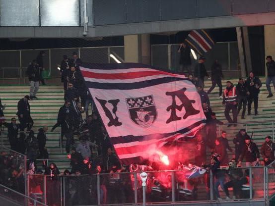 Foot - L1 - PSG - PSG : 17 supporters interpellés avant le match contre Saint-Étienne