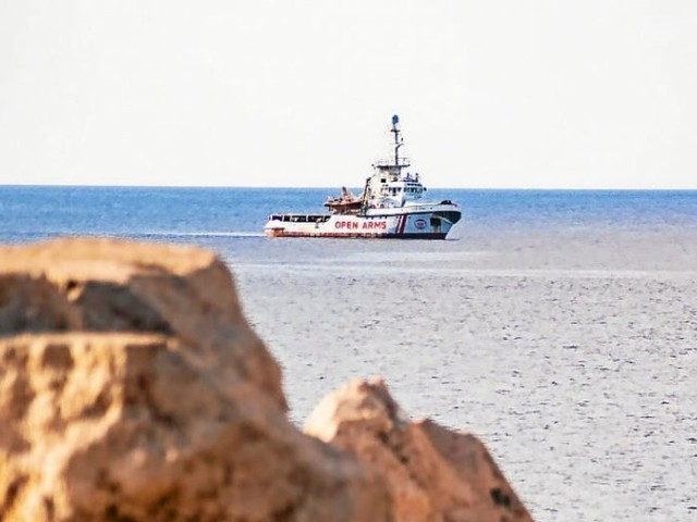 Open Arms. Madrid envoie un navire militaire récupérer les migrants