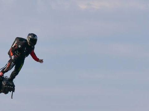 Franky Zapata attendu samedi dans le ciel duMans