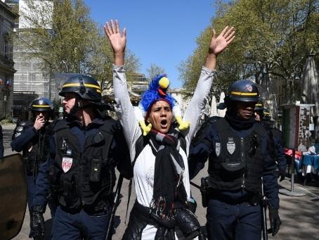 """""""Gilets jaunes"""": 21 gardes à vue à Avignon au terme d'une manifestation interdite"""