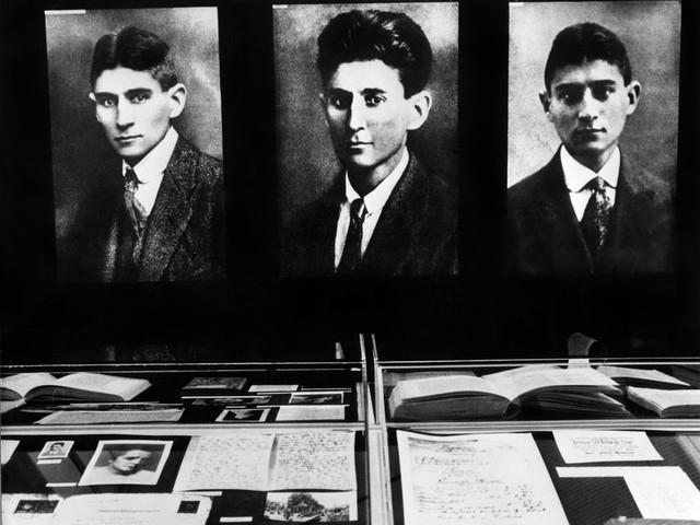 """Jean-Pierre Lefebvre : """"J'ai cherché à connaître la langue que parlaient les contemporains de Kafka, c'est en pensant à la manière dont les gens parlent qu'on lit ce qu'ils écrivent"""""""