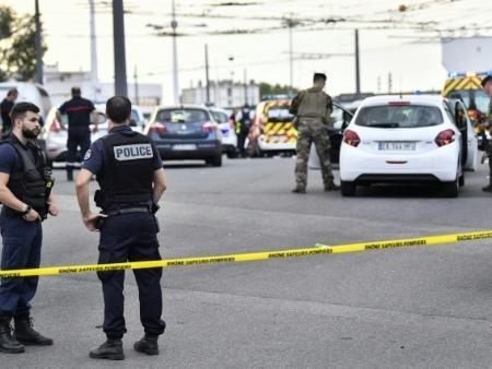 Attaque inexpliquée au couteau à Villeurbanne: un mort et huit blessés, le suspect arrêté