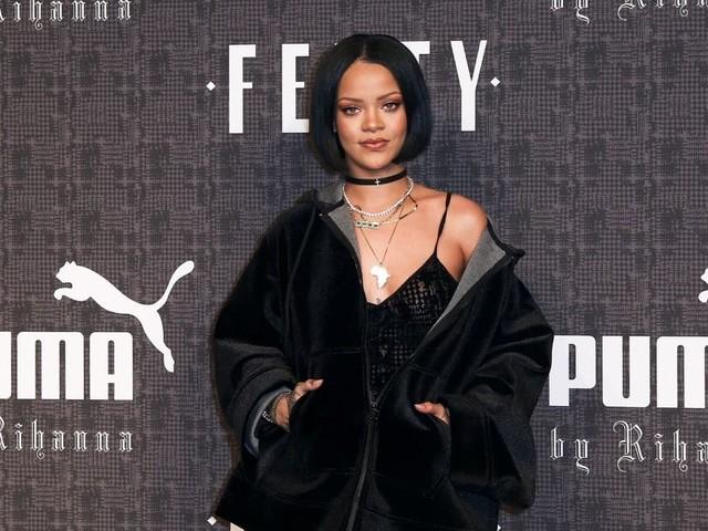 Rihanna porte ses outfits monochromes à merveille