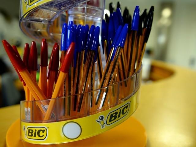 """Jair Bolsonaro va bouder les stylos Bic car c'est une marque """"française"""""""