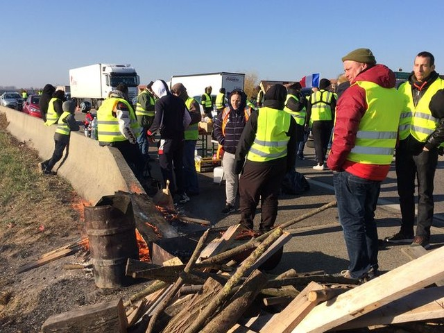 """Gilets jaunes en Alsace : """"Qu'ils reconnaissent que le peuple est là et qu'ils travaillent pour nous"""""""