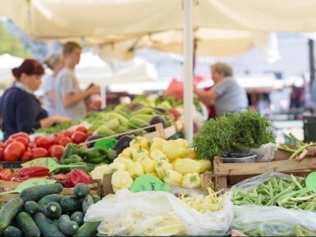 Le marché du dimanche sur le port de Caen fait son retour avec la totalité des commerçants