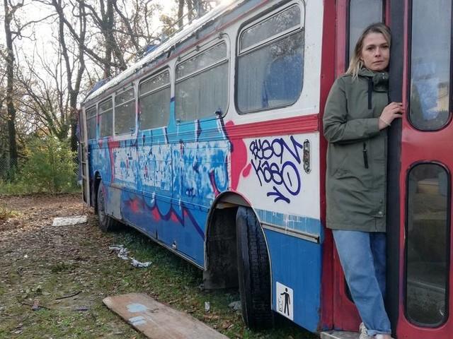 VIDÉO: Un bus des années 70 bientôt transformé en restaurant au hameau de Plascassier à Grasse