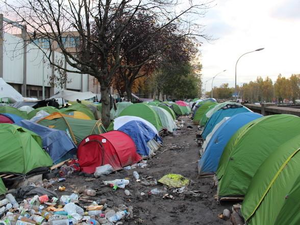 Evacuation des camps de migrants: le cycle infernal