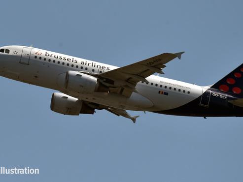 """A bord d'un avion Brussels Airlines, Laura atterrit """"en urgence"""" à Toulouse: """"On a senti une odeur de brûlé"""""""