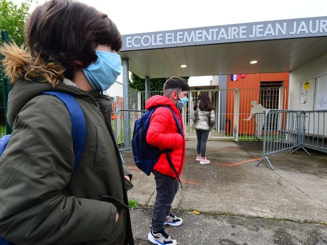 Covid-19: à l'école, les enfants cas contact pourront revenir avec une attestation sur l'honneur