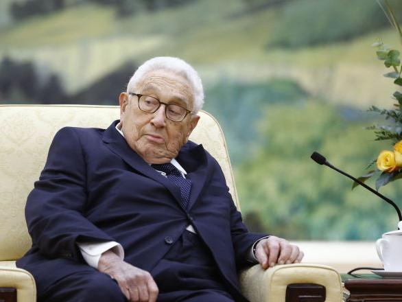 Les USA et la Chine pourraient arriver à une guerre «pire que ce qui s'est passé en Europe», alerte Kissinger