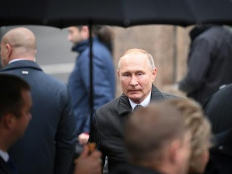 Poutine en Hongrie pour relancer la coopération économique