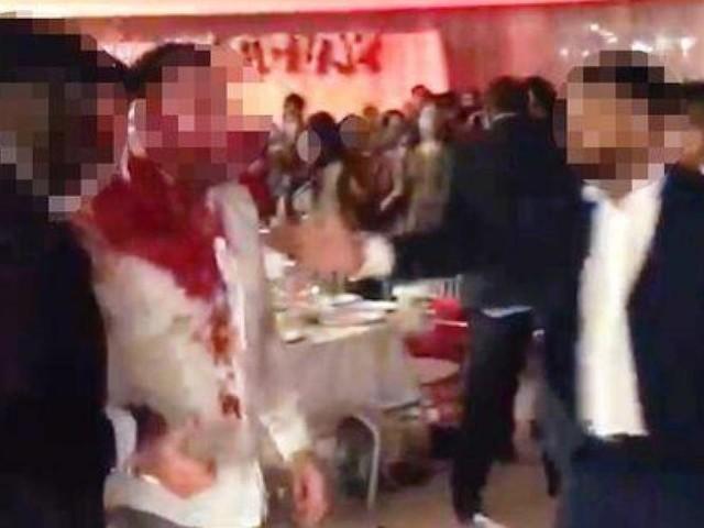 Bagarre générale, invité couvert de sang, chaises et verres lancés…: le mariage tourne à l'horreur en Angleterre (photos)