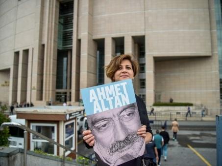 Turquie: libération de deux intellectuels condamnés pour le putsch manqué