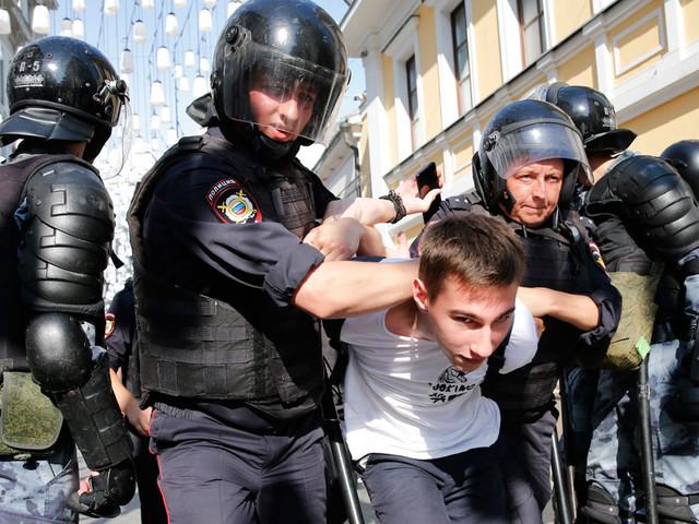 """Arrestations massives à Moscou : """"le pouvoir russe considère qu'une politique répressive est efficace"""""""