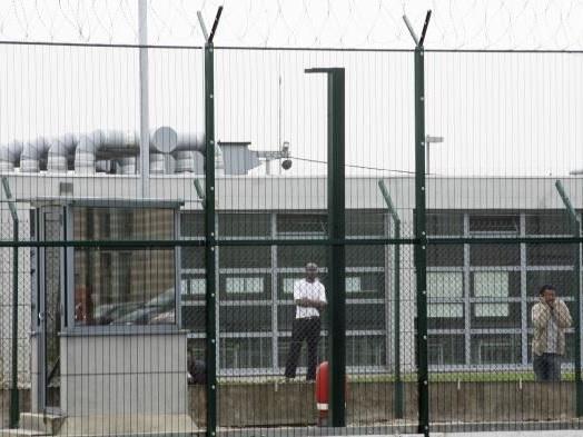"""""""Nous avons été traitées comme des criminelles"""": trois touristes originaires d'Amérique du sud placées en centre de rétention"""