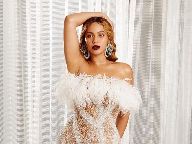 Beyoncé façon star hollywoodienne : elle s'illustre en perles et en plumes