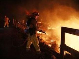 Californie: les incendies restent hors de contrôle, Trump déclare l'état d'urgence