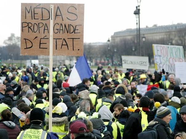 «Gilets jaunes»: les Français jugent sévèrement les médias