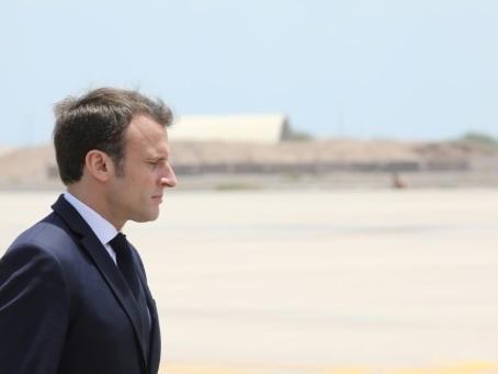 Algérie: la France sort du silence mais reste très prudente