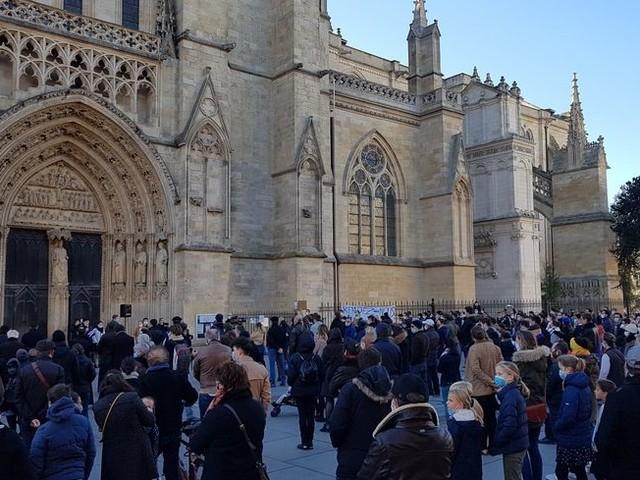 Reconfinement : nouvelle manifestation de catholiques à Bordeaux pour réclamer le retour des messes