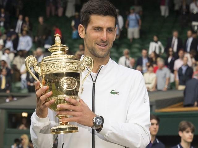 Finale de Wimbledon: Djokovic l'emporte sur Federer après un match historique