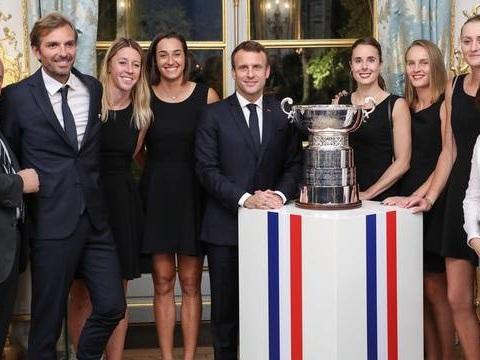 Fed Cup : Emmanuel Macron salue la victoire des «grandes dames» Bleues
