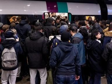 DIRECT. Grève du 11 décembre : suivez la journée de mobilisation à la RATP et la SNCF en en temps réel et les perturbations dans les écoles et les crèches