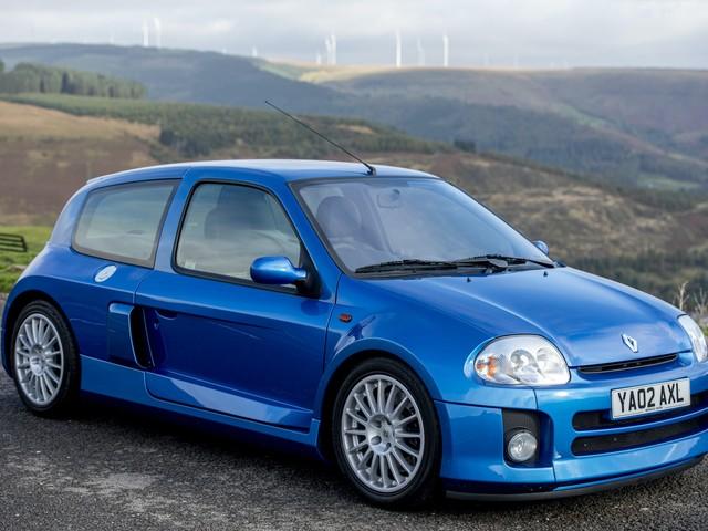 PHOTOS - Une Renault Clio V6 vendue 70 000€ !