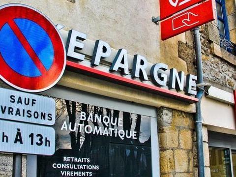 Noël en avance : A Marseille, un distributeur de billets de la Caisse d'Epargne double les retraits