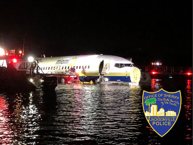 Un Boeing 737 finit son atterrissage dans une rivière en Floride