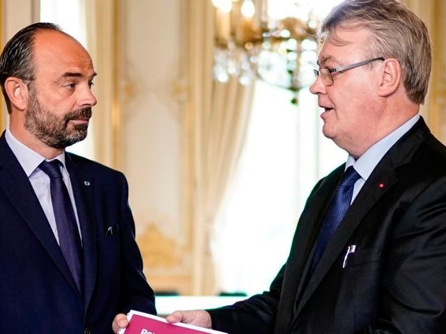 Fragilisé, Delevoye a encore le soutien de Macron et Philippe