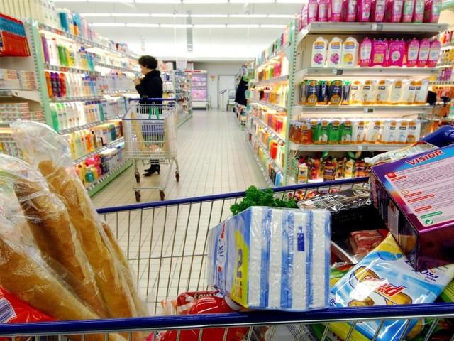La prolongation des grèves en France pourrait provoquer des pénuries dans les magasins en Belgique