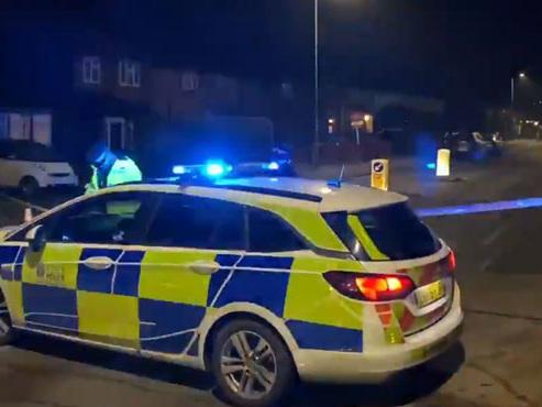 Un homme fonce sur des passants aux abords d'une école en Angleterre: un enfant de 12 ans tué, 5 autres blessés