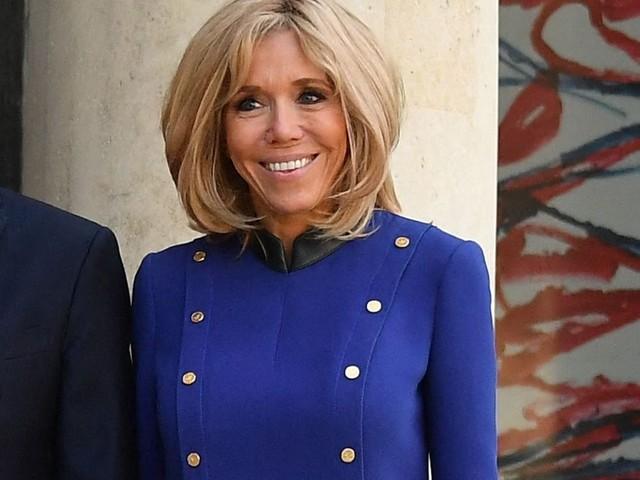 Brigitte Macron ses jambes hâlées font sensation à l'international