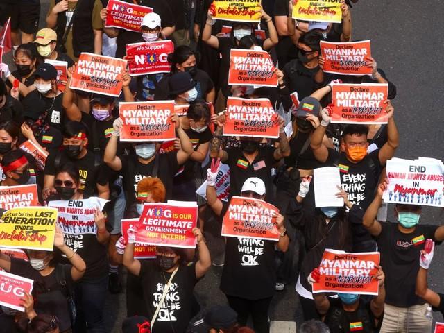 Importantes manifestations en Birmanie, au moins cinq morts