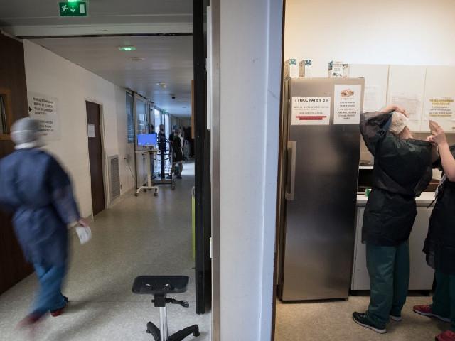 Une consommation en hausse de 250% : en 30 ans, les hôpitaux sont devenus accros aux produits pharmaceutiques