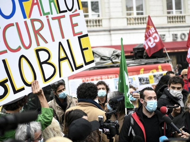 """""""Sécurité globale"""": affrontements à l'Assemblée sur l'image des policiers"""