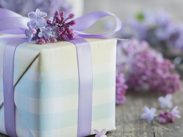 Les cadeaux de la fête des Mères que l'on fait semblant d'aimer comparés à ceux qu'on aime vraiment