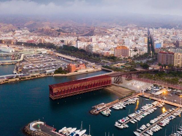 Espagne: Six mineurs en provenance de Nador découverts cachés dans des camions dans le port d'Almeria